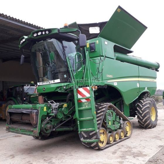 Moissonneuse batteuse JOHN DEERE S685