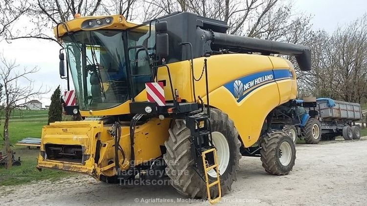Moissonneuse batteuse NEW HOLLAND CX 6090 4X4 LAT