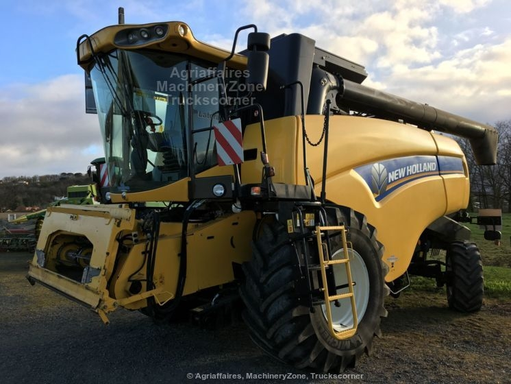 Moissonneuse batteuse NEW HOLLAND CX 5090 LAT