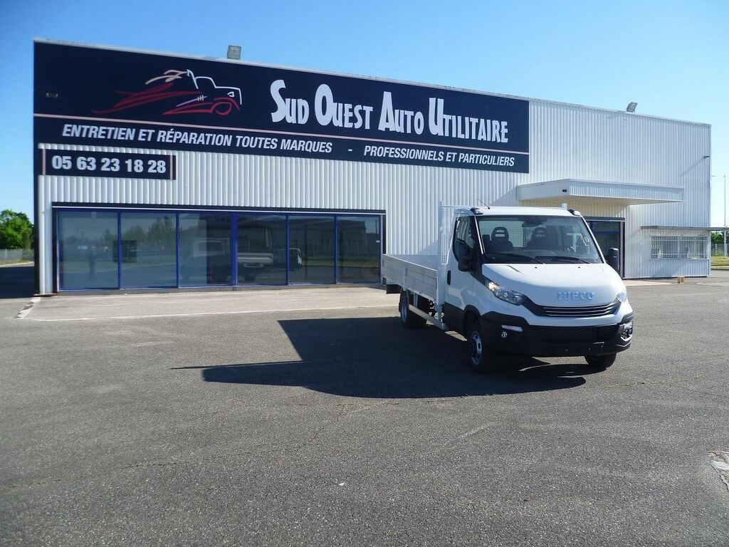 Camion plateau ridelles IVECO Daily 35C15
